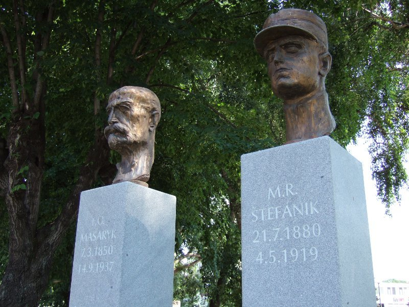 Masaryk next to Stefanik