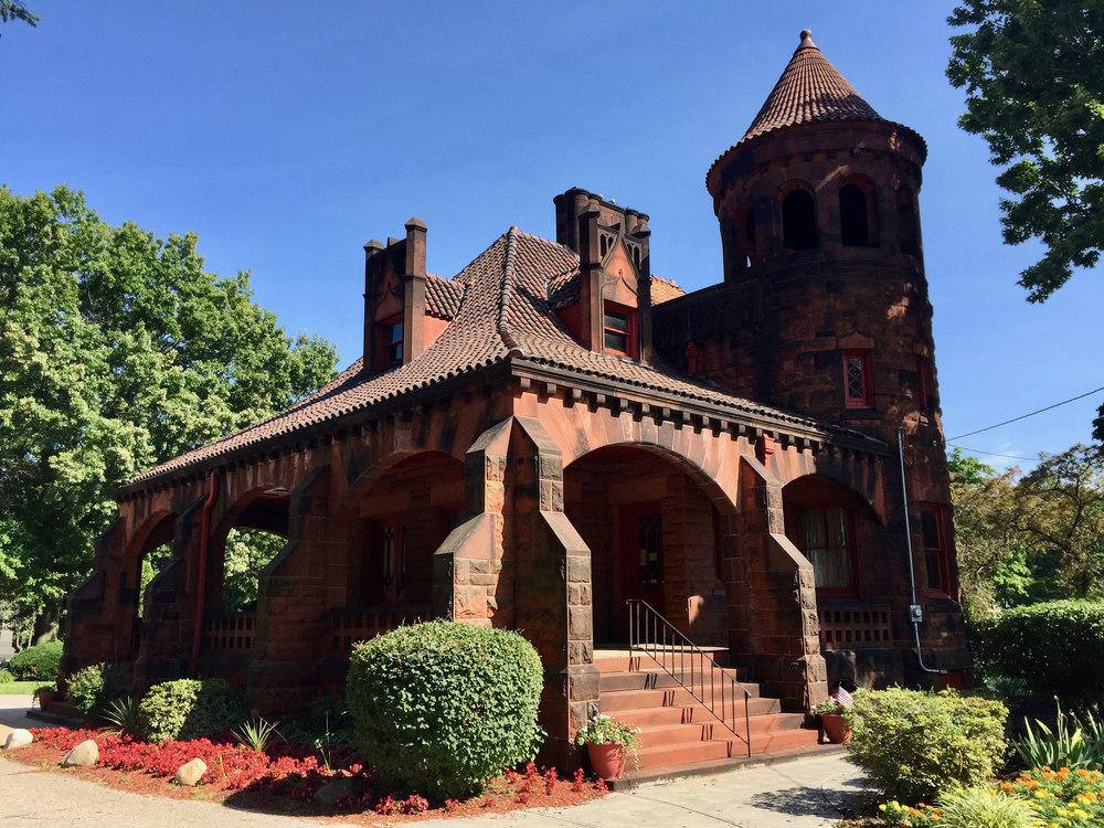 Riverside Cemetery Gatehouse