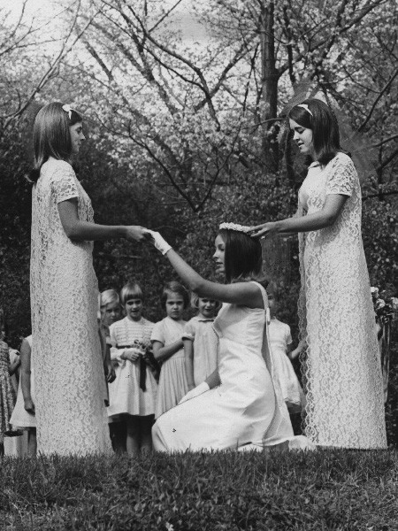 Crowning a Queen