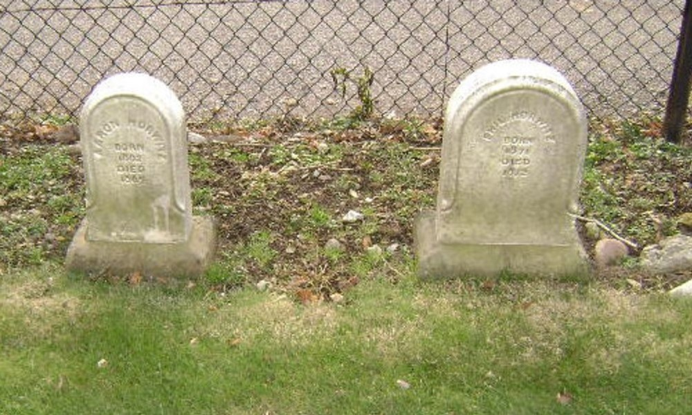 Aaron and Phil Horwitz graves