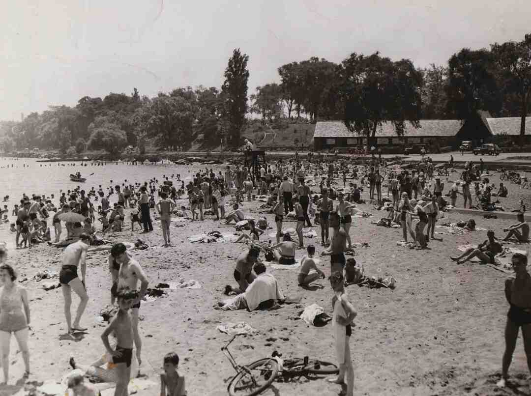 Gordon Park Beach, July 1942