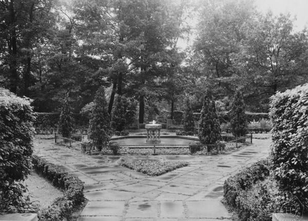 Hebrew Garden, 1943