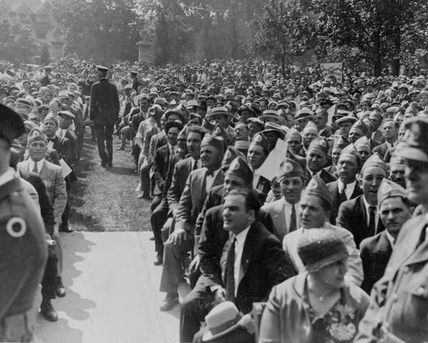 Crowd at 1932 WW I Memorial Dedication