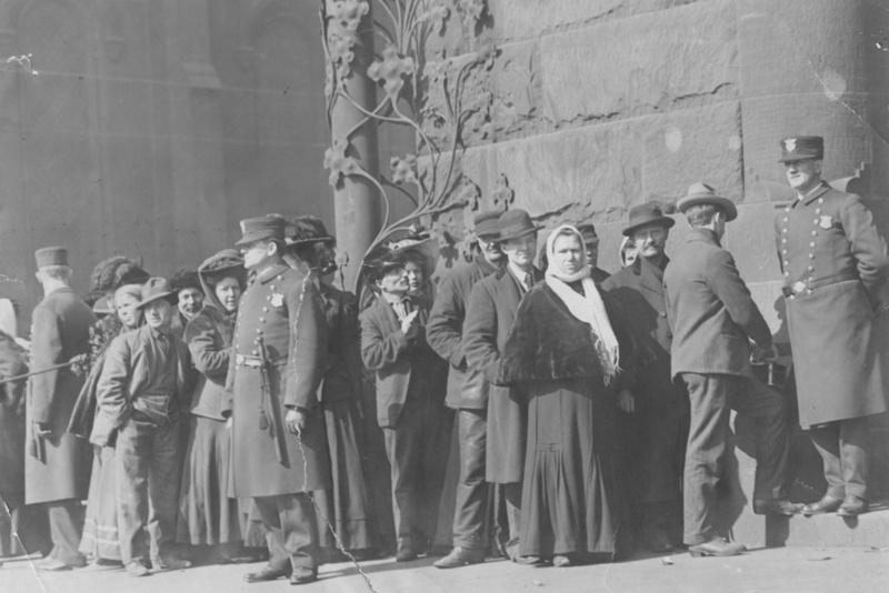 Run on Society For Savings Bank, 1910