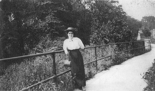 Euclid Hts Blvd Near Dugway Brook, 1913
