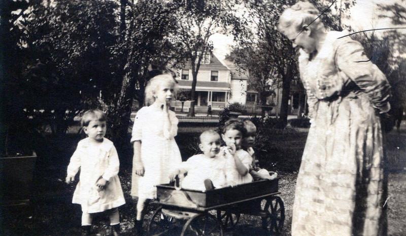 Grandchildren Visiting the Mansion