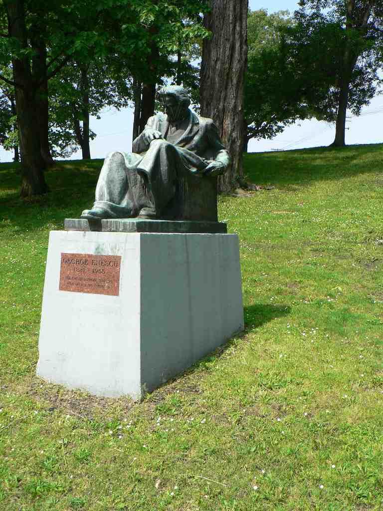 Enescu Statue